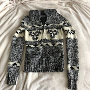 TNA 100% Lambswool Sweater (light)